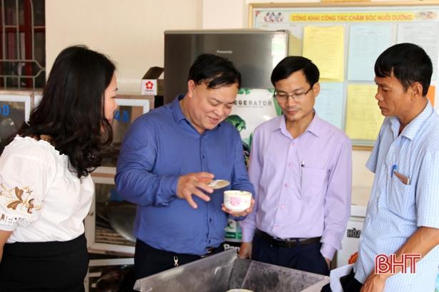 Kiểm tra đột xuất các bếp ăn tập thể tại TP Hà Tĩnh